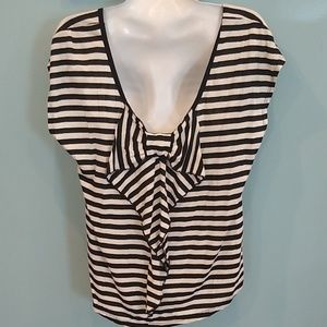 Stripe shirt with bow in back